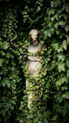 Statues Decor Sculpture - Marble Statues Female - Statues Drawing - Stone Statues Minecraft - Dragon Statues For Sale - Belle Photo, Garden Art, Garden Ideas, Garden Painting, Aesthetic Wallpapers, Scenery, Fantasy, Pictures, Garden Statues