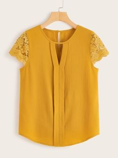Blouse Styles, Blouse Designs, African Blouses, Stylish Dresses For Girls, Iranian Women Fashion, Latest African Fashion Dresses, Lace Cuffs, Blouse Online, Simple Outfits
