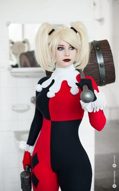 Enji Night as Harley Quinn cosplay