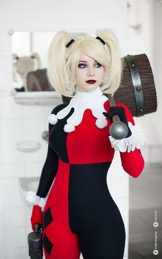 Character: Harley Quinn (Dr. Harleen Quinzel) / From: DC Comics 'Harley Quinn' & DCAU's 'Batman: The Animated Series' / Cosplayer: Anna Rédei (aka Enji Night) / Photo: Sarmai (Balázs Sármai) (2016)