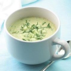 Creamy Cucumber Soup 🍲  1 tablespoon extra-virgin olive oil2 cloves garlic, minced1 small onion, diced1 tablespoon lemon juice4 cups peeled, seeded and thinly sliced cucumbers, divided1½ cups vegetable broth, or reduced-sodium chicken broth ½ teaspoon salt ¼ teaspoon freshly ground pepperPinch of cayenne pepper1 avocado, diced ¼ cup chopped fresh parsley, plus more for garnish½ cup low-fat plain yogurt Carrot Soup Easy, Sister Schubert, Cucumber Soup Recipe, Creamy Cucumbers, Yogurt Cups, Yeast Rolls, Kosher Recipes, Eating Well, Healthy Cooking