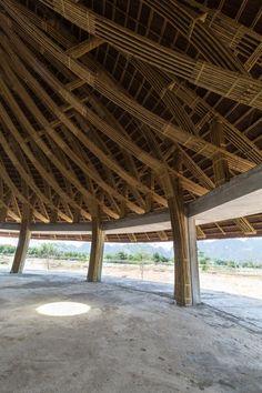 El Kim Boi Bamboo fue construido sobre un lugar que había sido abandonado debido a la crisis económica, en Vietnam. Nadie imaginó que se acabaría convirtiendo en el restaurante de referencia para el turismo ecológico en el distrito de Kim Bôi.