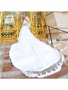 Glamorous Appliques Beadings Sweetheart Chapel Train Wedding Dress