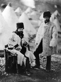 Captain Brown of the 4th Light Dragoons, seated, and his servant in winter dress, in Russia, during the Crimean War.© Roger Fenton. S)