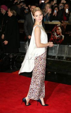 Jennifer Lawrence red carpet blonde hunger games catching fire london uk dress Leicester square