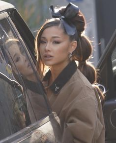 Ariana Grande Shows Off Massive Bubble Ponytail That Goes All The - ariana grande hairstyle Ariana Grande Ponytail, Ariana Grande Outfits, Ariana Grande Photos, Ariana Grande Real Hair, Ariana Grande Smiling, Ariana Grande Hairstyles, Ariana Grande Nails, Ariana Grande Legs, Adriana Grande