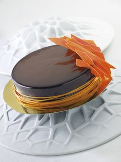 Entremets chocolat amer et orange sanguine, croustillant salé