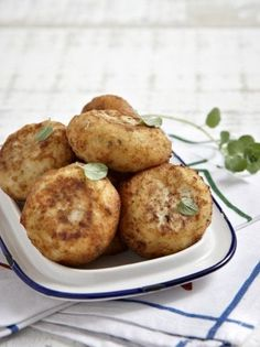 Potato croquettes with oregano - www. Greek Recipes, Vegan Recipes, Easy Recipes, Potato Croquettes, Greek Potatoes, Recipe Please, How To Cook Chicken, Cooked Chicken, Yummy Appetizers