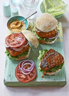 Miami-style blackened fish sandwich with smoked paprika mayo: A quick and healthy way to serve fish on the barbecue. Coat in spices and grill before stuffing into buns and serving with smoky paprika and lime mayo. Grilling Recipes, Fish Recipes, Seafood Recipes, New Recipes, Cooking Recipes, Spam Recipes, Sandwich Recipes, Fish Burger, Fish Sandwich