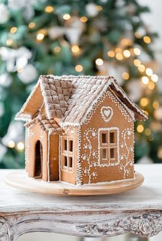 Gingerbread House Icing, Homemade Gingerbread House, Gingerbread House Patterns, Cool Gingerbread Houses, Christmas Gingerbread House, Noel Christmas, Christmas Treats, Christmas Baking, Gingerbread Cookies