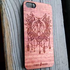 """Пластиковый чехол для iPhone 5 """"Wolf"""" с деревянной панелью из ясеня.  #iphonecase #woodencase #iphone5 #iphone5case #чехолдляiphone #чехолнаайфон"""