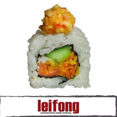 Dragon Spicy Roll  (Salmón, pepino, zanahoria y queso philadelphia con topping de mayonesa picante y cangrejo)  #leifong #sushi   Tel. 2563-7541