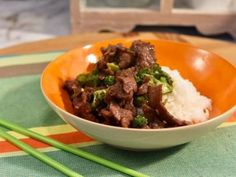 Jet Tila - Beef and Broccoli Recipe from Food Network Broccoli Beef, Broccoli Recipes, Broccoli Salads, Mushroom Broccoli, Broccoli Stems, Garlic Broccoli, Frozen Broccoli, Gastronomia, Asian Food Recipes