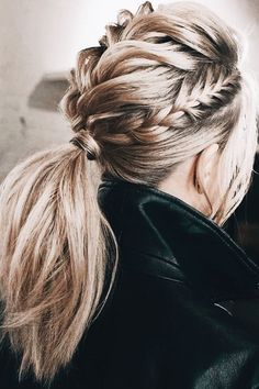 Perfect Hair Updos For Perfect You - Frisuren Tutorials - Frisuren Perfect Hair, Medium Hair Styles, Curly Hair Styles, Hair Medium, Braids Medium Hair, Trendy Hairstyles, Wedding Hairstyles, Hairstyles Haircuts, Beautiful Hairstyles