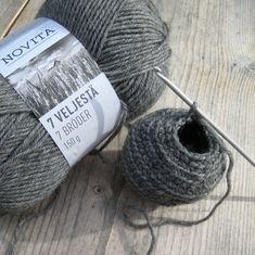 Virkattu ampiaispesä, crocheted wasp's nest – handmadebyLiisa