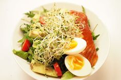 Täyttävä ja raikas savulohisalaatti Cobb Salad, Food, Essen, Meals, Yemek, Eten