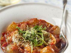 queue, tomate pelée, concentré de tomate, échalote, ail, oignon, vin blanc sec, cognac, beurre, huile d'arachide, piment de Cayenne...