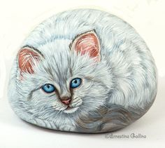 Painted Rock Ideas - Do you need rock painting ideas for spreading rocks around your neighborhood or the Kindness Rocks Project? Pebble Painting, Pebble Art, Stone Painting, Rock Painting, Painted Rock Animals, Painted Rocks Kids, Painted Stones, Stone Crafts, Rock Crafts