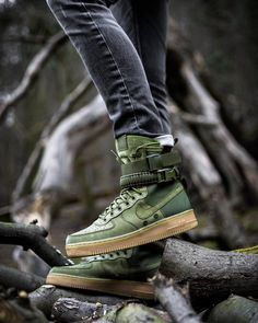 Nike Special Field Air Force 1 - SF AF 1 Camo green in the wild. - Sergiu Bordian - - Nike Special Field Air Force 1 - SF AF 1 Camo green in the wild. Moda Sneakers, Rare Sneakers, Sneakers Fashion, Sneakers Nike, Tenis Nike Air, Nike Air Shoes, Nike Heels, Sneaker Boots, Fresh Shoes
