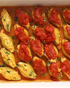 Vegetarian Sweet Potato, Spinach, and Ricotta Stuffed Shells that don't require ANY pre-cooking of the noodles and that are packed full of flavor. Vegetarian Freezer Meals, Vegetarian Recipes Easy, Easy Dinner Recipes, Beef Recipes, Cooking Recipes, Healthy Recipes, Easy Dinners, Family Recipes, Vegan Stuffed Shells