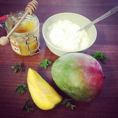 Osvěžující mangová zmrzlina s jogurtem a mátou