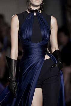 dustrial-inc: runwayandcouture: Atelier Versace Haute Couture Fall 2014 I love everything thats happening here. dustrial-inc: runwayandcouture: Atelier Versace Haute Couture Fall 2014 I love everything thats happening here. Atelier Versace, Gianni Versace, Couture Week, Dark Fashion, High Fashion, Net Fashion, Fashion 2014, Gothic Fashion, Victorian Fashion