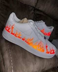 The post Reflektierende Flammen-Luftwaffe Bewerten Sie die appeared first on beste Schuhe. Source by cookiesandso aesthetic Jordan Shoes Girls, Girls Shoes, Ladies Shoes, Zapatillas Nike Air Force, Nike Af1, Sneakers Fashion, Fashion Shoes, Fashion Outfits, Fashion Fashion