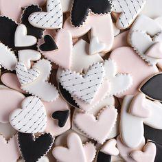 Christmas cookies 🎅🌲🎅🦌 by . Fancy Cookies, Heart Cookies, Iced Cookies, Cute Cookies, Royal Icing Cookies, Cookies Et Biscuits, Cupcake Cookies, Sugar Cookies, Valentine Desserts