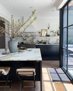 We're Not Over Marble Just Yet: An Aussie Designer Shares 3 Chic Varieties She.We're Not Over Marble Just Yet: An Aussie Designer Shares 3 Chic Varieties She's Loving Source by trish_wilhite. Classic Kitchen, New Kitchen, Kitchen Dining, Kitchen Decor, Kitchen Counters, Marble Counters, Kitchen Ideas, Kitchen Furniture, Marble Island Kitchen