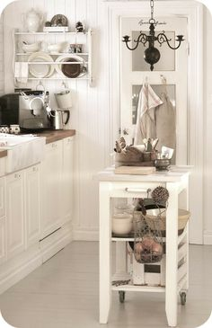 Kitchen Table Shabby Chic Interior Design 59 Ideas For 2019 Pintura Shabby Chic, Baños Shabby Chic, Cocina Shabby Chic, Shabby Chic Wardrobe, Muebles Shabby Chic, Estilo Shabby Chic, Shabby Chic Farmhouse, Shabby Chic Interiors, Shabby Chic Living Room