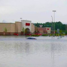 Duluth mn floods    I grew up no less than 5 mins from here ,  I can't what happened .... So scary :/