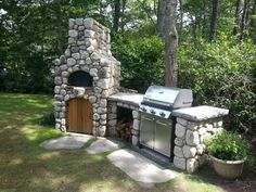Dream Backyard!!! Stone style Pizza Oven & gas grill, outdoor cooking! - the gasgrill should be equipped with removable pot holders so that you can use it for woks. and a teppanyaki / hot stone would be nice. under a roof of course