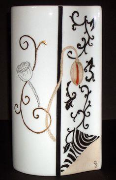 Je présente dans ce blog les porcelaines que je peins à la main.