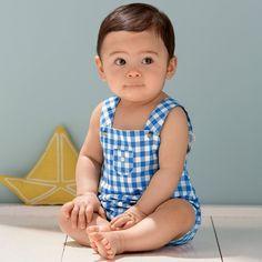 Une salopette pour bébé en tissu Vichy cousue main