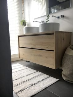 Hoe maak je een badkamermeubel? | Hemelryk Hm Home, Storage Chest, New Homes, Cabinet, Furniture, Home Decor, Nice Things, Creative Ideas, Tiny House