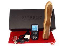 SVIBBLE® MAGIC Holzvibrator in Erle, Ahorn und Nuss Wiederaufladbar Funkferngesteuert 10 Vibrationsprogramme USB-Ladekabel Magnetic Connector Starke Vibration