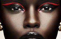 black woman with shiny black lipstick, black mascara and eyeshadow, decorated only with two neon red lines, festival makeup, two gold earrings Male Makeup, Beauty Makeup, Runway Makeup, Flawless Makeup, Edm, Looks Adidas, Red Eyeliner, Eyeliner Ideas, Eyeliner Makeup