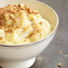Banana Pudding with Vanilla Wafer Crumble. Probably more work than I'll ever put into banana pudding, but looks yummy! Flan, Golden Corral Banana Pudding Recipe, Best Banana Pudding, Just Desserts, Dessert Recipes, Fall Desserts, Dessert Healthy, Pudding Desserts, Gastronomia