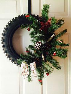 Present Christmas, Christmas Home, Christmas Wreaths, Christmas Crafts, Christmas Decorations, Holiday Decor, Oragami Christmas, Dirt Bike Tires, Old Tires