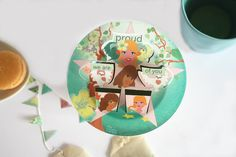 Place the paper art work on a cup with your favourite hot drink and the steam will bring them alive. Thé perfect teagift for tealovers. Give compliments while drinking tea with your friends ´We are PROUD of you´.
