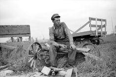 A farm boy takes a break from his labors in Lake of the Woods County, Minnesota, 1939 --History in Photos: John Vachon Old Photos, Vintage Photos, Farm Boys, Vintage Farm, Old Farm, Before Us, Farm Life, Historical Photos, Black And White Photography