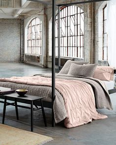Create a luxurious look for all seasons with our Eileen Fisher Seasonless Silk Comforter. Mix and match it with other pieces from the collection for the complete look.