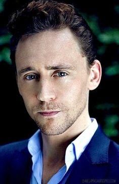 """Résultat de recherche d'images pour """"tom hiddleston smile gif"""""""