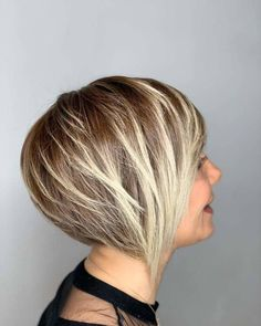 25 Trendiest Ways to Have a Short Blonde Bob Right Now Ash Blonde Bob, Blonde Bob With Bangs, Dark Blonde Bobs, Blonde Bob Haircut, Blonde Bob Hairstyles, Golden Blonde, Blonde Ombre, Straight Hairstyles, Blonde Hair