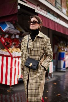 Paris Fashion Week - How to elongate your look by styling a turtleneck with a plaid overcoat #ladiesfashion,
