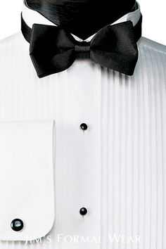 Men may only wear a tuxedo a few times in their lives. Learn the basic rules for wearing a tuxedo. Formal Tuxedo, Tuxedo For Men, Formal Wear, Tuxedo Wedding, Wedding Suits, Tuxedo Accessories, Wearing A Tuxedo, Wing Collar, Tuxedo Rental