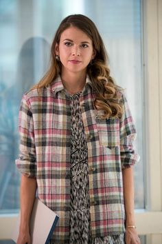 Add a touch of flannel to any outfit. From the creator of Sex and The City, 'Younger' stars Sutton Foster, Hilary Duff, Debi Mazar, Miriam Shor and Nico Tortorella. Sutton Foster, Idina Menzel, Fashion Tv, Fashion Beauty, Tv Mode, Lisa Miller, Stitch Fix Outfits, Look Younger, The Duff