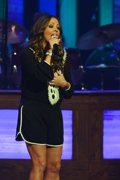 Sara Evans Photos Photos - Recording Artist Sara Evans performs at The Grand Ole Opry on June 6, 2014 in Nashville, Tennessee. - Grand Ole Opry - June 6, 2014