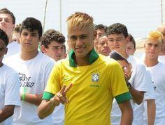 Jogadores do BDQ e Neymar juntos no lançamento da camisa da Seleção (Leandro Garrido (Globoesporte.com)) #nike #nikerio #fevereiro13