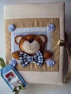 Los retazos de tela, botones, listones, fieltro, son materiales perfectos para decorar un cuaderno para tus hijos,agenda o libro de invitado...
